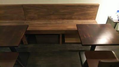 隣のテーブルとの幅は約80cm離れています - 喫茶パティクロ おしゃれなコワーキングスペースの室内の写真