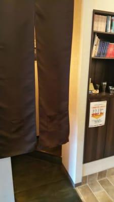 店舗入口から左側にある暖簾の先がトイレになります - 喫茶パティクロ おしゃれなコワーキングスペースのその他の写真