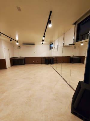 10名程のグループレッスンも可能 - スタジオカリマ/カリマ松本 ダンス、ヨガ、トレーニングなどにの室内の写真