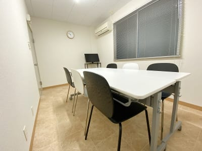 共栄実業(株) 幸福相互ビル うめきた会議室308(最大6名)の室内の写真