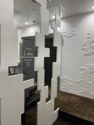 オープンスペース型でゆったりとサロンワークできます - ABA beauty salon レンタル美容室の入口の写真