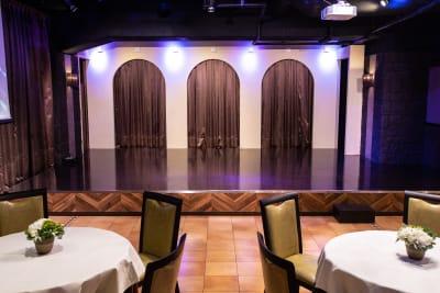 大型ステージ - パセラリゾーツ横浜関内店 グレースバリ横浜関内店3Fの室内の写真