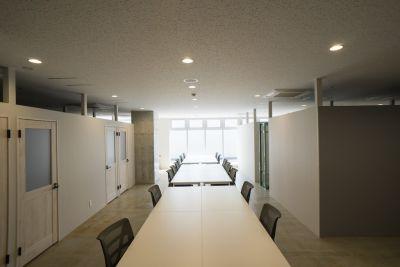いいオフィス広島 イベントスペースの室内の写真