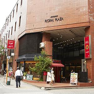 赤坂駅方面からの正面入口 - TGIマーケティング TGI会議室 カジュアルルームの外観の写真