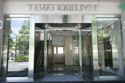 エントランスよりエレベーターで408号室にお進みください。 - GOBLIN.原宿店 -GALLERY A/B- 【B】イベント・ライブ配信の入口の写真
