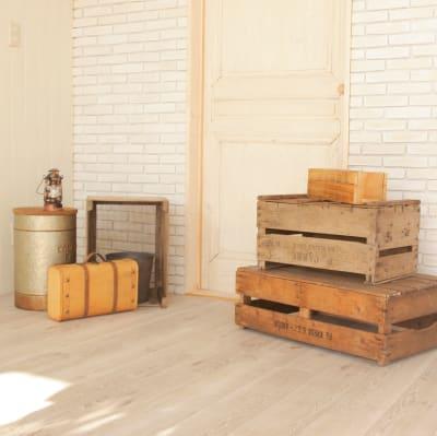 ウッドボックスとブリックタイル - ブルックススタジオ テラス付きハウススタジオ の室内の写真