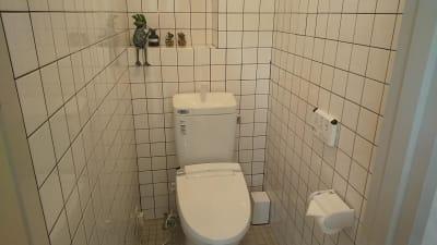 きれいで清潔なトイレ(ウォシュレット付) - レンタルダンススタジオ レンタルスタジオsimasimaの室内の写真