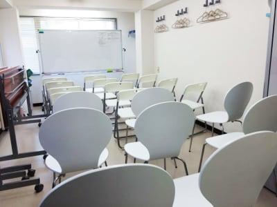 シアター形式 - カラメル渋谷新南口1号店 貸し会議室の室内の写真