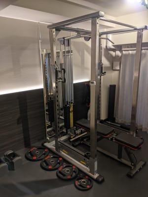 TUFFSTUFFパワーラック ケーブルオプション付 - Muscroom(マッスルーム) マッスルーム208号室 ジムの設備の写真
