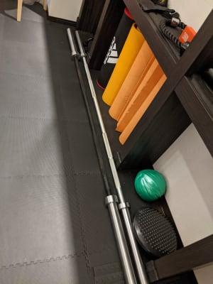 シャフト オリンピックバー 10㎏×1本 20㎏×1本 - Muscroom(マッスルーム) マッスルーム208号室 ジムの設備の写真