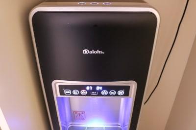 ウォーターサーバーで冷水、熱湯利用可能! - magtact レンタルサロン magtactの設備の写真