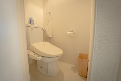 トイレは便座ウォーマー、ウォシュレット完備です。 - magtact レンタルサロン magtactの設備の写真