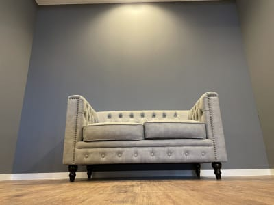 お客様をお迎えするには 素敵なソファーで ♪ - @niconal サロンスペースの室内の写真