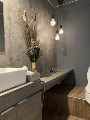 お洒落なWC 非現実的な WC空間に仕上げました ♪ - @niconal サロンスペースの室内の写真