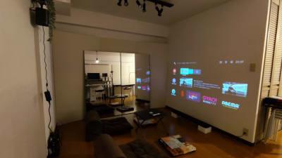 画面サイズは 80 インチ!サウンドバーも備えた本格的ホームシアター仕様です - Space Channel 7 清潔・多目的にお使いいただけますの室内の写真