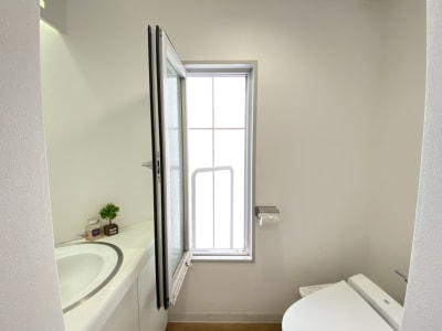 窓を開けて喚起可能 - タイムシェアリングビズ代々木 7F【旧みんなの会議室】の室内の写真