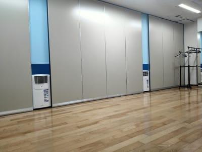 床置きエアコンが2基あります。 - レンタルスタジオ・アドレ Aスタジオ ダンススタジオの設備の写真