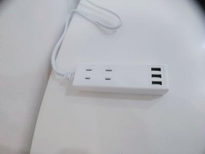 コンセント4個とUSBコンセント3個あります。 充電の配線はご自身でお持ちください。 - レンタルスタジオ・アドレ Cスタジオ ダンス・音楽スタジオの設備の写真