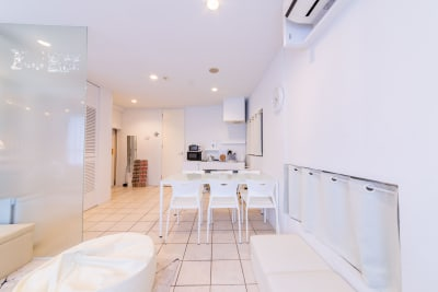 144_feel秋葉原 キッチンスペースの室内の写真