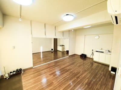 スタジオ右手前上方からの写真 - ODOLVA市川レンタルスタジオ ダンススタジオの室内の写真