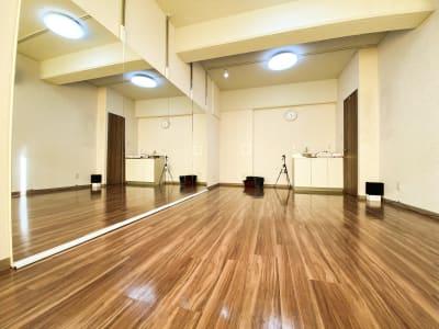 スタジオ入り口からの写真 - ODOLVA市川レンタルスタジオ ダンススタジオの室内の写真