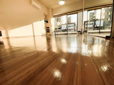 店内左手奥下方からの写真 - ODOLVA市川レンタルスタジオ ダンススタジオの室内の写真