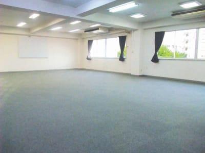 スタジオシェイクスピア 演劇稽古場、多目的スペースの室内の写真