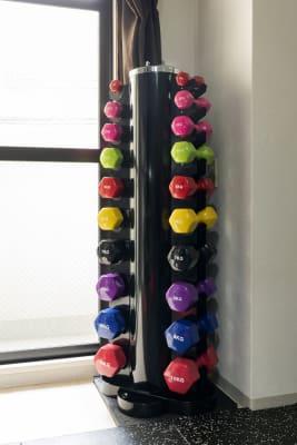 ダンベル1kg〜10kg各2個 - SKYレンタルフットネスジムの設備の写真