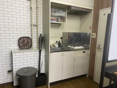 キッチン - レンタルスペース ミナテラス 会議から物販も可能なスペースの室内の写真