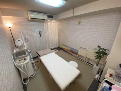 ホワイトニングや脱毛できます。 - 赤坂秀和レジデンシャルホテル サロンスペース の室内の写真