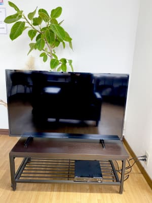 YOUTUBEが見れるテレビです。目の前のソファーでゆったりとご覧ください。 - Nanahukuレンタルルーム ママ会/パーティー/女子会の設備の写真