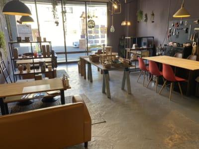 倉庫カフェのような雰囲気です。 - decoroom住吉 多目的スペースの室内の写真