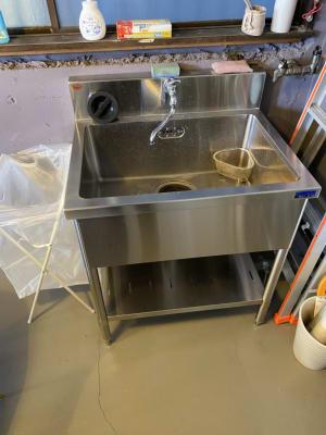 洗い物に便利な流し台シンク - decoroom住吉 多目的スペースの室内の写真