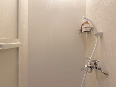 シャワールーム - レンタルサロンatto レンタルサロンattoなんばの室内の写真