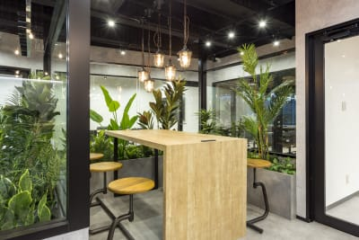 緑や木を基調としたリラックス空間。 - 渡辺コーポレーションビル 貸しオフィスの室内の写真