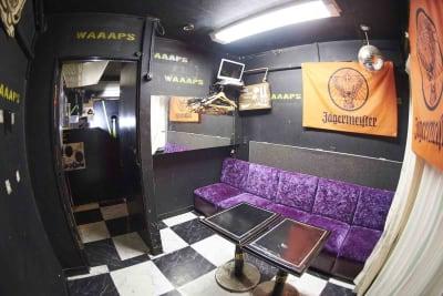 更衣室もございます。 - レンタルスペースWAAAPS ダンスレッスン&音楽活動に最適の室内の写真
