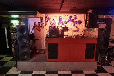 DJブースもありますので、音楽を流すことも大きな音で可能です。 - レンタルスペースWAAAPS ダンスレッスン&音楽活動に最適の室内の写真
