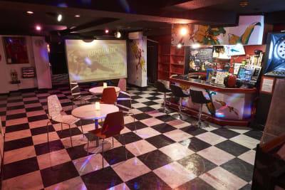 プロジェクターもありますのでパーティなどにもお使いいただけます。 - レンタルスペースWAAAPS ダンスレッスン&音楽活動に最適の室内の写真