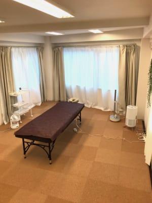 3段カート、空気清浄機、加湿器、サーキュレーターは無料オプションです - レンタルサロン GREEN ROOMの室内の写真