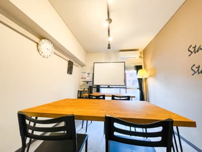 MeetingSpace705号 貸し会議室705の室内の写真