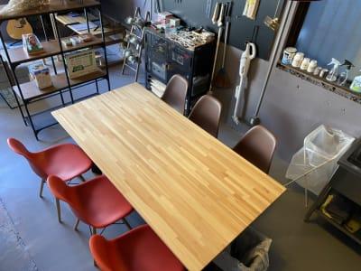 大きなテーブル。作業台としても。(180cm×90cm) - decoroom住吉 多目的スペースの室内の写真