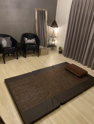 HANA ブラウンルーム ブラウンルームの室内の写真