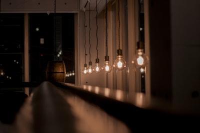 夜の雰囲気も最高 - ROCK UP おしゃれなダイニングバ–1フロアの室内の写真