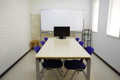 Somethin' ELSE 会議室Aの室内の写真