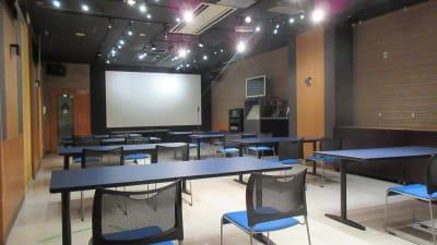 大銀河ホール スクールスタイル 最大30名様 - 銀河ホール 貸会議室の室内の写真
