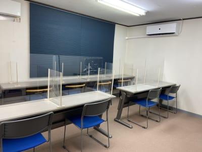 アクリルパーティション設置 - AMSビル2F レンタルスペース 芽生えの室内の写真