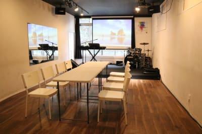 テーブルと椅子を配置することもできます - Jesus' Call 福岡 ◆カフェ風多目的スペース◆の室内の写真