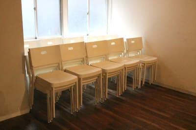 椅子は40脚ご利用になれます - Jesus' Call 福岡 ◆カフェ風多目的スペース◆の室内の写真