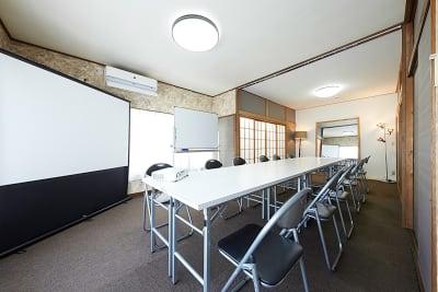 2階中会議室は控室としても十分な広さがあります。33㎡。 - 神楽坂レンタルスペース香音里 全館貸切の室内の写真