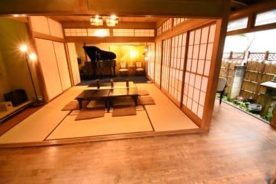 竹垣と縁側、そして出来るだけ会場全体をお撮りしたものとなります。 - 神楽坂レンタルスペース香音里 全館貸切の室内の写真